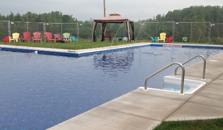 Beach-Entry Pool & Splash Pad