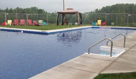 Beach-Entry Pool & Splash Pad